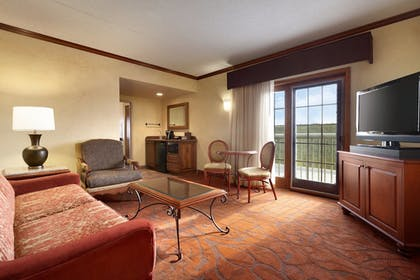Living Area   Chateau On The Lake Resort Spa and Convention Center