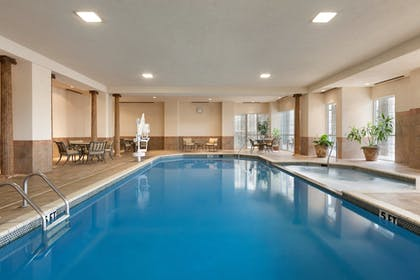 Indoor Pool   Chateau On The Lake Resort Spa and Convention Center