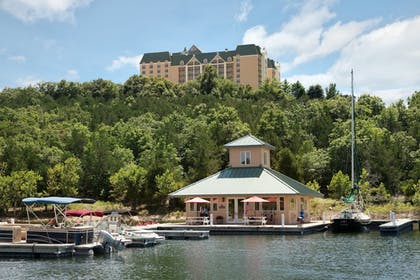 Boating   Chateau On The Lake Resort Spa and Convention Center