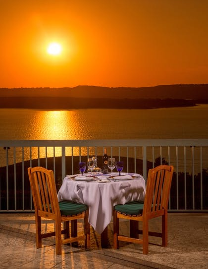 Couples Dining   Chateau On The Lake Resort Spa and Convention Center