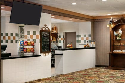 Snack Bar   Chateau On The Lake Resort Spa and Convention Center
