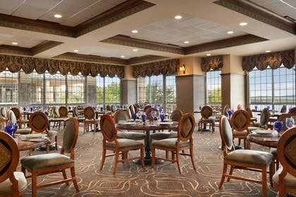Restaurant   Chateau On The Lake Resort Spa and Convention Center