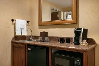 Private Kitchenette   Chateau On The Lake Resort Spa and Convention Center