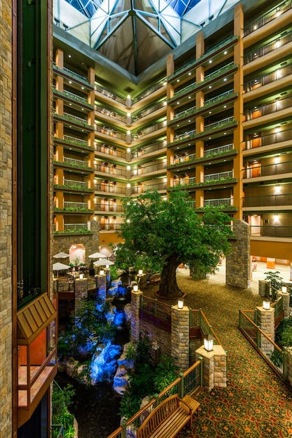 Interior Entrance   Chateau On The Lake Resort Spa and Convention Center