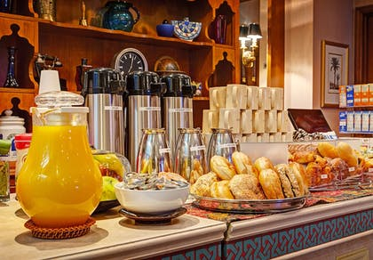 Breakfast Area | Casablanca Hotel by Library Hotel Collection