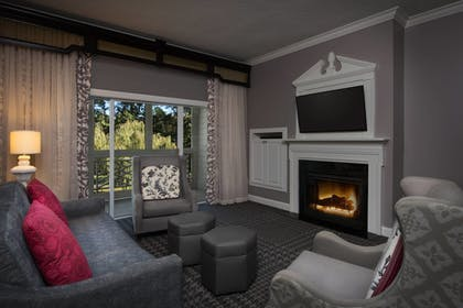Living Area | Marriott's Manor Club at Ford's Colony