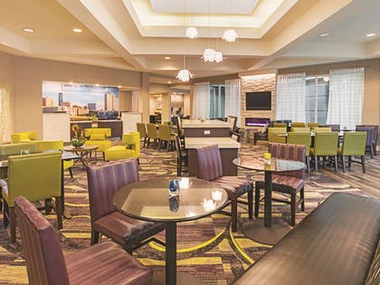 Lobby | La Quinta Inn & Suites by Wyndham Fort Worth City View