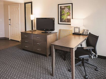 Guestroom | La Quinta Inn & Suites by Wyndham Fort Worth City View
