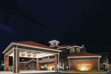 Exterior | La Quinta Inn & Suites by Wyndham Fort Worth City View
