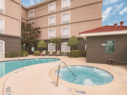 Pool | La Quinta Inn & Suites by Wyndham Fort Worth City View