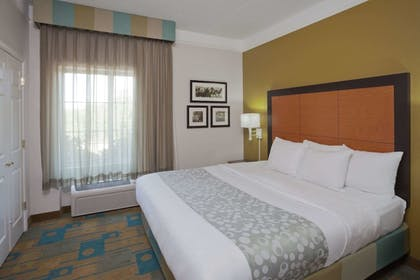 Room | La Quinta Inn & Suites by Wyndham Sherman