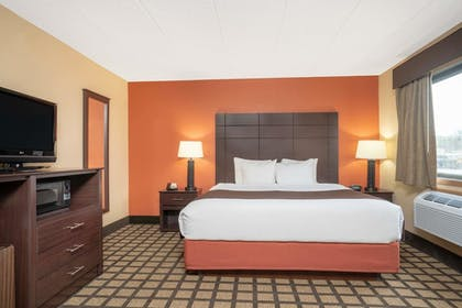 Guestroom | Baymont by Wyndham Lakeville