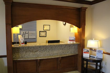 Lobby | Holiday Inn Express Evansville West
