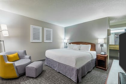 Room | Courtyard by Marriott Chattanooga Downtown