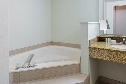 Private Spa Tub | Courtyard by Marriott Chattanooga Downtown