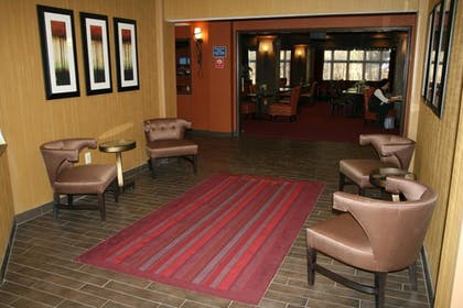 Lobby | Holiday Inn Express and Suites Vineland Millville