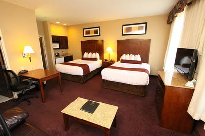 Guestroom | Best Western Plus Hannaford Inn & Suites