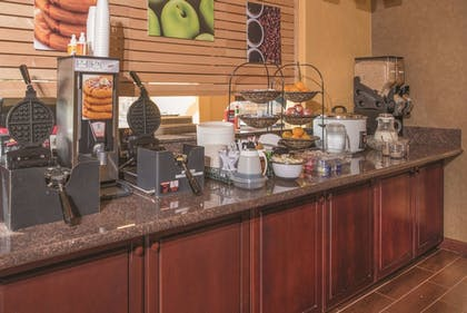 Breakfast Area | La Quinta Inn by Wyndham Wilsonville