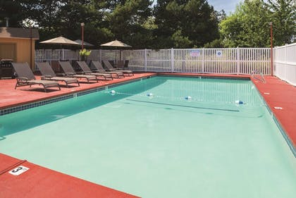 Pool | La Quinta Inn by Wyndham Wilsonville