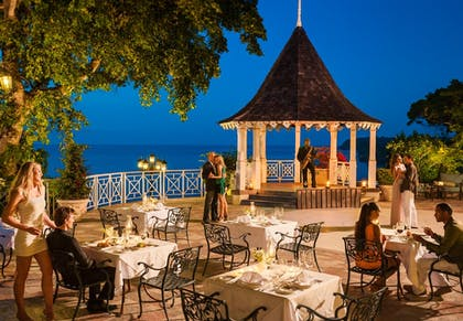 Outdoor Dining | Sandals Royal Plantation
