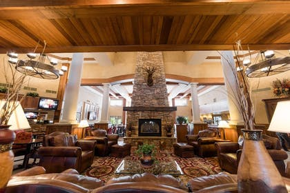 Lobby Sitting Area | MCM Elegante Lodge & Suites Ruidoso
