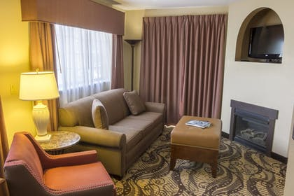 Living Room | MCM Elegante Lodge & Suites Ruidoso