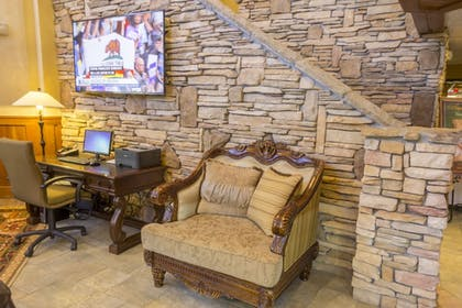 Interior Entrance | MCM Elegante Lodge & Suites Ruidoso