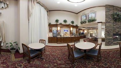 Breakfast Area | Holiday Inn Express & Suites Marion