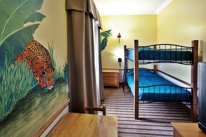 Guestroom   Holiday Inn Express & Suites Byron