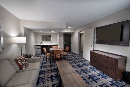 Room | Four Points by Sheraton Charlotte - Lake Norman