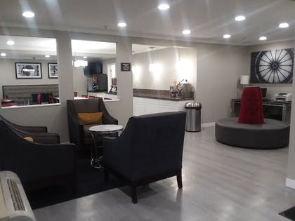 Lobby Sitting Area | Best Western Clermont