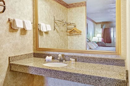 Bathroom | Days Inn & Suites by Wyndham Monroe
