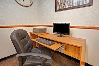 Business Center | Days Inn & Suites by Wyndham Monroe
