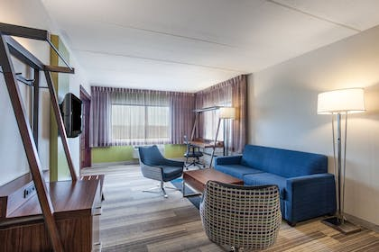 Living Area | Holiday Inn Express Hauppauge