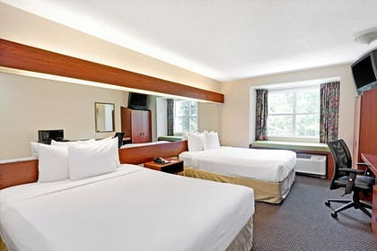 Guestroom | Microtel Inn & Suites by Wyndham Atlanta/Perimeter Center