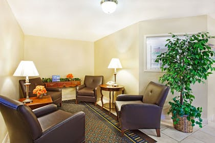 Lobby Sitting Area | Candlewood Suites Huntersville