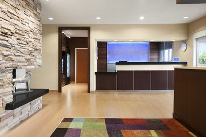 Lobby | Fairfield Inn & Suites Lansing West