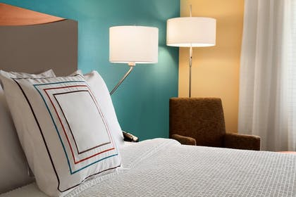 Guestroom | Fairfield Inn & Suites Lansing West