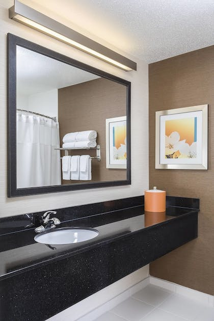 Guestroom | Fairfield Inn & Suites Grand Rapids