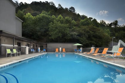 Pool | Holiday Inn Express Middlesboro