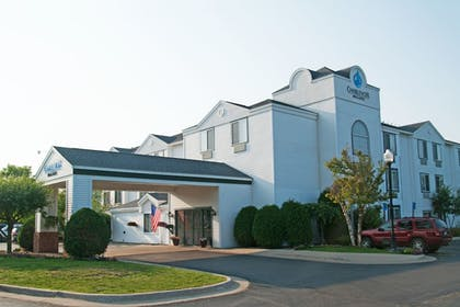 Featured Image   Charlevoix Inn & Suites