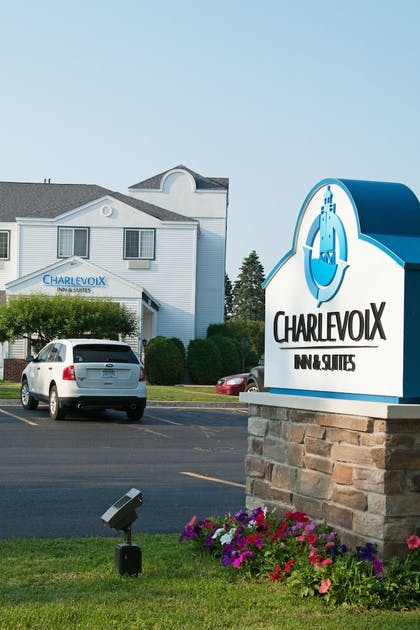 Hotel Front   Charlevoix Inn & Suites