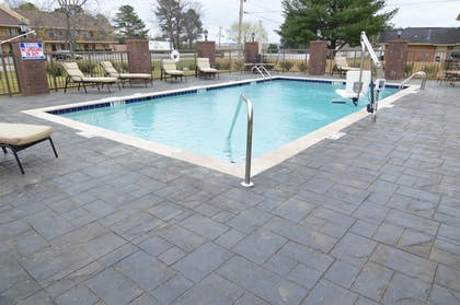 Pool | Best Western New Albany