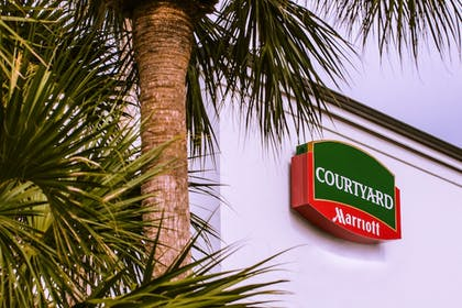 Front of Property | Courtyard by Marriott - Naples