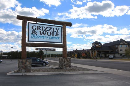 Property Grounds | Gray Wolf Inn & Suites