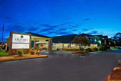Hotel Front - Evening/Night | Oxford Suites Hermiston
