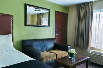 Living Area | Oxford Suites Hermiston