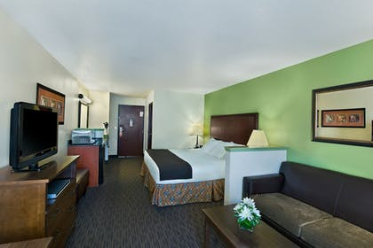 Guestroom | Oxford Suites Hermiston