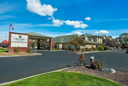 Hotel Front | Oxford Suites Hermiston
