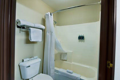 Bathroom | Oxford Suites Hermiston